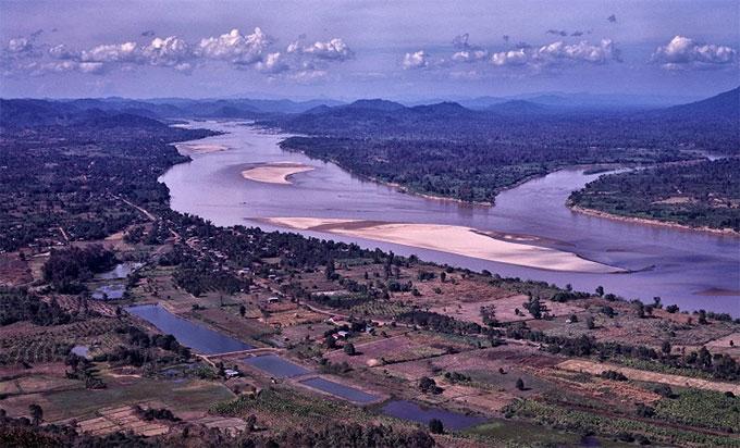 Mực nước sông Mê Kông thấp nhất trong vòng 100 năm qua.