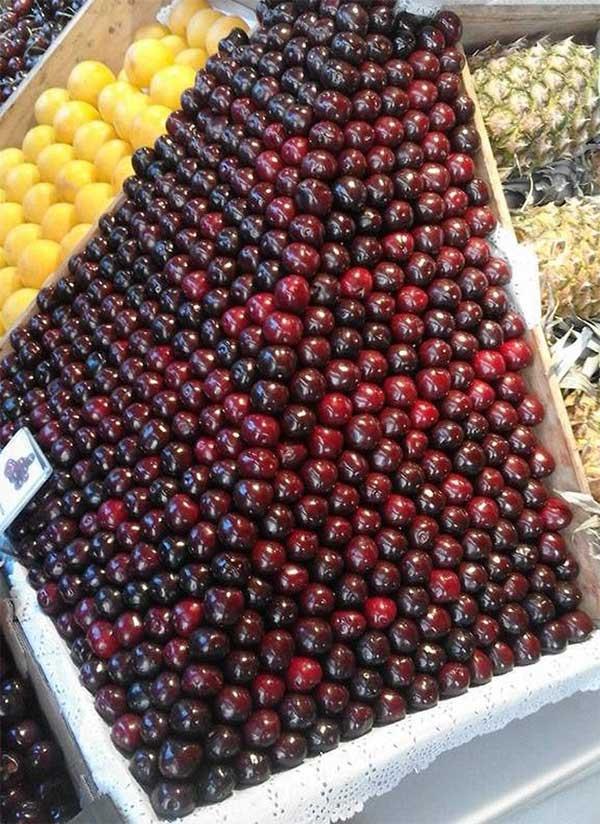 Xếp đẹp như này khách hàng nào nỡ mua cherry nữa nhỉ?