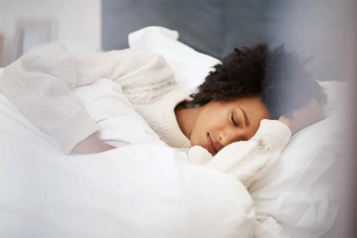 Những người có thu nhập gấp 400% ngưỡng nghèo, tỉ lệ lao động ngủ đủ giấc lên đến gần 70%.