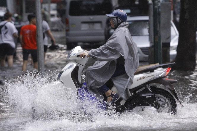 Khu vực Hà Nội ngày nhiều mây, đêm có mưa rào và dông.
