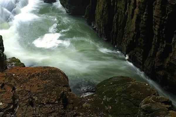 Mạch nước ngầm được phát hiện hóa giải lý do hồ nước cạn sau 1 đêm.