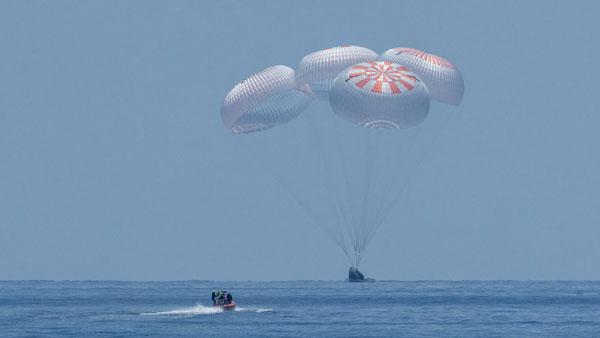 Rạng sáng ngày 3/8 theo giờ Hà Nội, tàu Crew Dragon của SpaceX đã kết thúc sứ mệnh lịch sử khi đưa hai phi hành gia Bob Behnken và Doug Hurley của NASA trở về Trái Đất an toàn