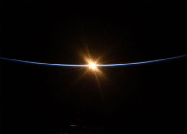 Khung cảnh Mặt Trời mọc nhìn từ ISS