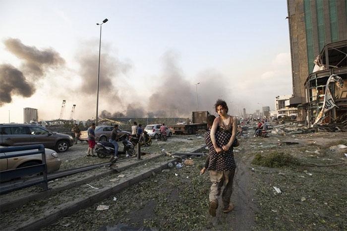 Vụ nổ gần như san phẳng các tòa nhà xung quanh bến cảng, khiến gần 4.000 người thương vong