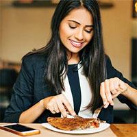 Khoa học chứng minh sự khác biệt khi bạn ăn tối lúc 18 giờ và 22 giờ: Ăn tối càng sớm, sức khỏe càng có lợi đủ đường