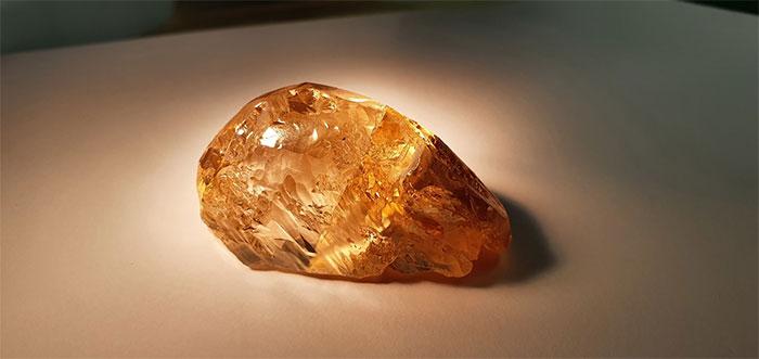 Alrosa đang chờ chuyên gia định giá viên kim cương thô quý hiếm này.