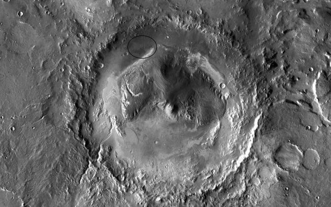 Miệng núi lửa Gale và núi Sharp