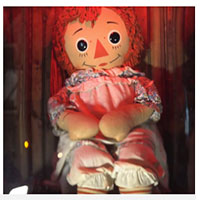 """Dân mạng thế giới hoảng hốt khi nghe tin búp bê Annabelle """"bỏ trốn"""" khỏi bảo tàng Warren, nhưng sự thật là gì?"""