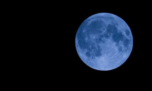 Tro bụi núi lửa từng khiến Mặt Trăng trông có màu xanh thật.