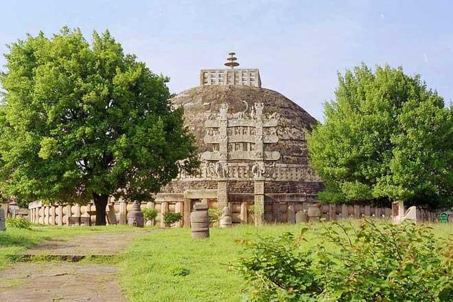 Bảo tháp Phật Giáo tại Sanchi do Ashoka Đại Đế xây dựng vẫn còn tồn tại đến ngày nay.