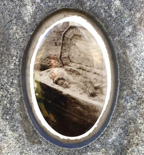 Thi thể củaJulia vẫn nguyên vẹn sau 6 năm chôn cất.