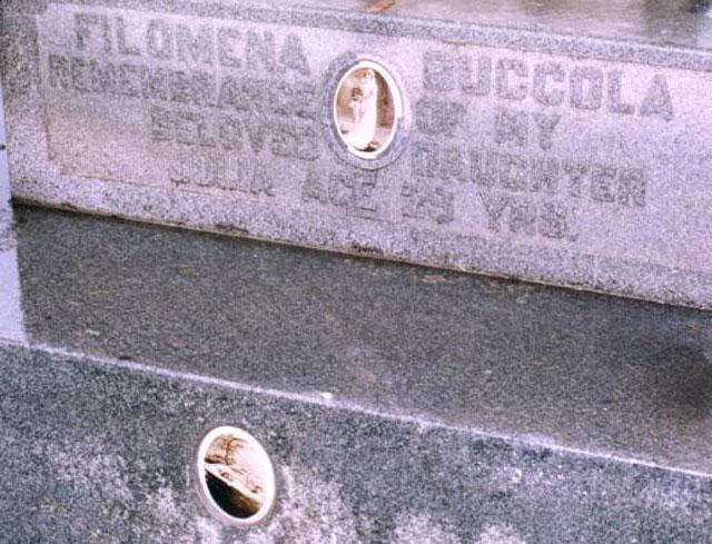 Phần mộ củaJulia tạiNghĩa trang Mount Carmel.