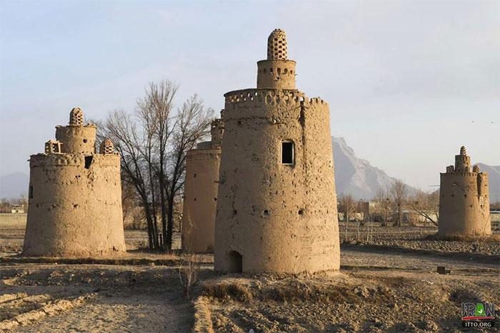 Vào thời kỳ thịnh hành, thành phố Isfahan có khoảng 3.000 tháp chim bồ câu.