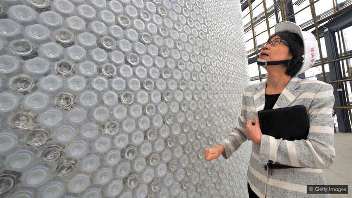 Nhiều công ty đã phát triển được các loại vật liệu xây dựng tạo thành từ rác thải nhựa.