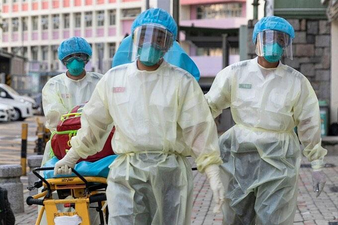 Nhân viên y tế tại Hong Kong, ngày 23/8.
