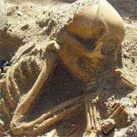 """Hài cốt """"đứa trẻ ngủ"""" 2.000 tuổi gây sốc vì… không phải người"""