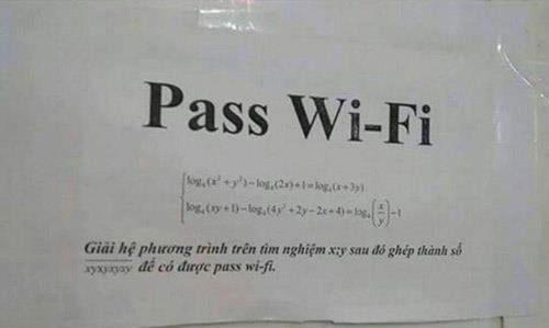 Người dùng nếu muốn có pass wifi cần phải giải hệ phương trình khá phức tạp