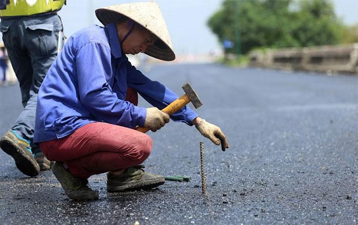 Công tác sửa chữa mặt cầu Thăng Long được đánh giá là cấp bách