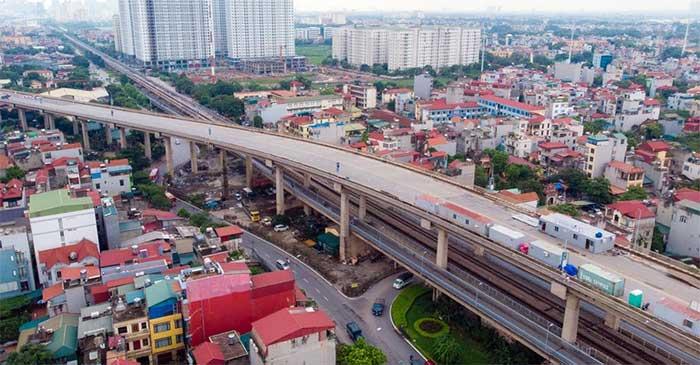 Công đoạn cào bóc lớp nhựa mặt cầu Thăng Long hiện đã hoàn tất 100%.