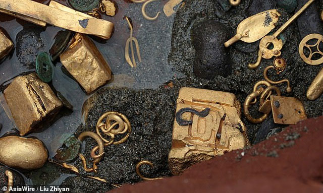 Những cổ vật khác cũng được tìm thấy trong đợt khai quật lần 3 của dự án này.