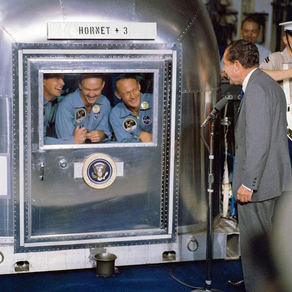 Khi trở về Trái Đất vào tháng 7/1969, 3 phi hành gia của Apollo 11 đã được 'cách ly' trong Cơ sở Kiểm dịch Di động