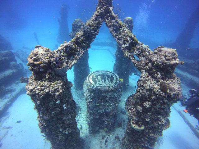 Đài tưởng niệm Neptune là nghĩa trang dưới nước lớn nhất trên thế giới