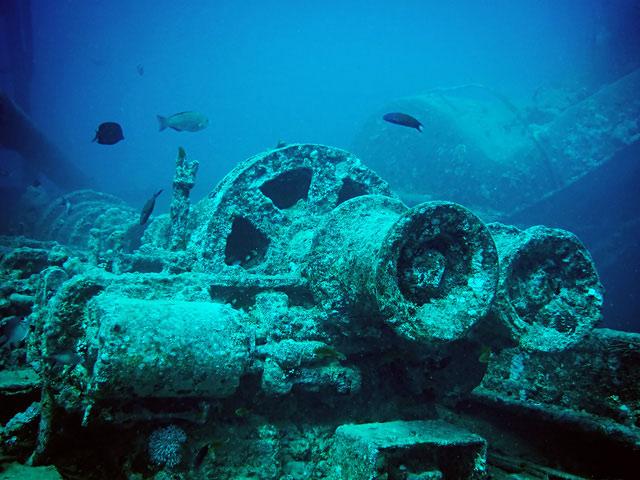 Các thợ lặn khám phá khu vực sẽ tìm thấy những chiếc xe tăng, súng, xe tải, xe máy và hàng hóa thời chiến khác bị đánh chìm