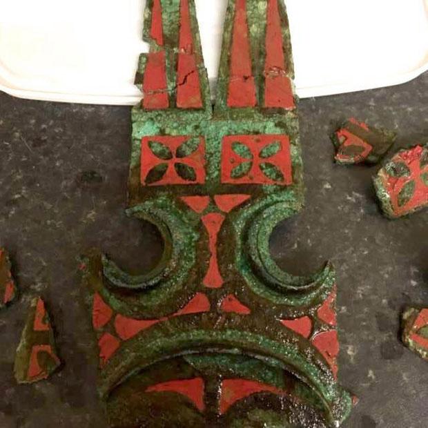 Những mảnh còn lại của cỗ xe ngựa mà Mike tìm được.