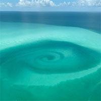 Xoáy nước xuất hiện giữa biển sau bão