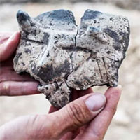 Bí ẩn khuôn mặt làm bằng gốm có sừng 7.000 năm tuổi ở Ba Lan