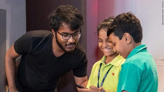 Bhanu muốn toán học trở nên thú vị và mang tính thử thách thông qua các trò chơi số học.