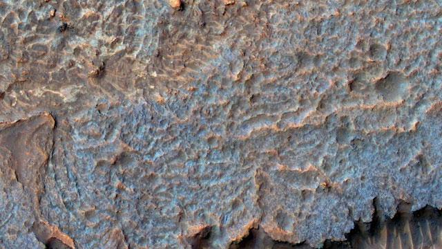 Hình ảnh khu vực bí ẩn trên sao Hoả có tên Aureum Chaos.