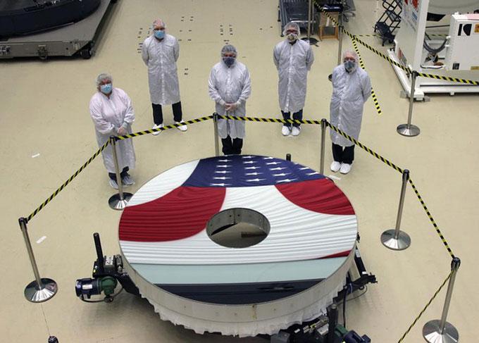 NASA đã lắp đặt xong gương chinh của kính viễn vọng Nancy Grace Roman.