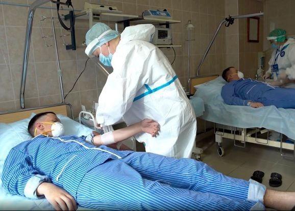 Tình nguyện viên tiêm thừ nghiệm vaccine tại Nga