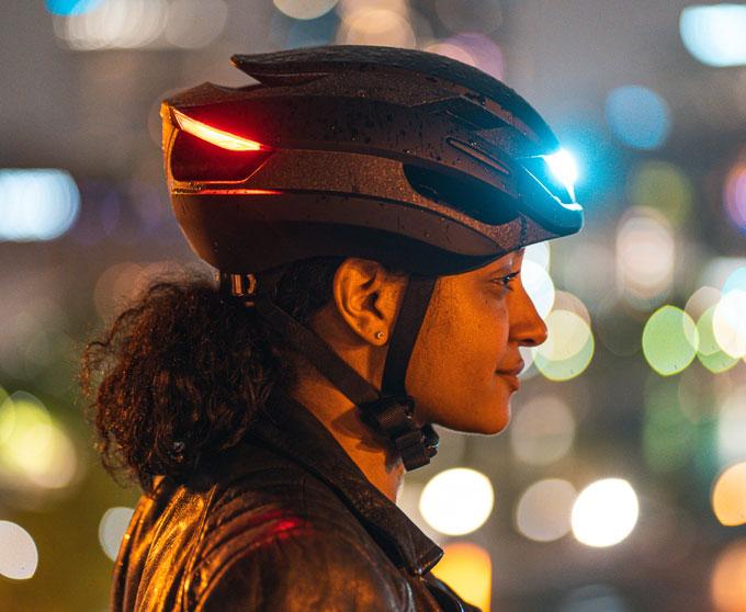 Mũ bảo hiểm tích hợp đèn