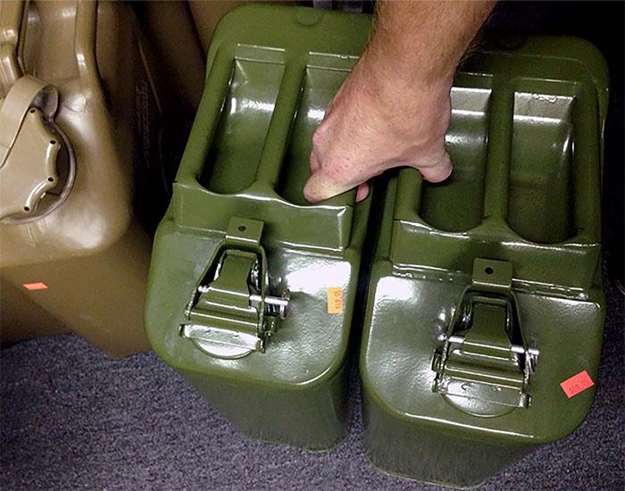 Can đựng nhiên liệu Jerrican