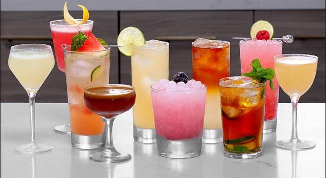 Cocktail là một thức uống hỗn hợp có cồn.