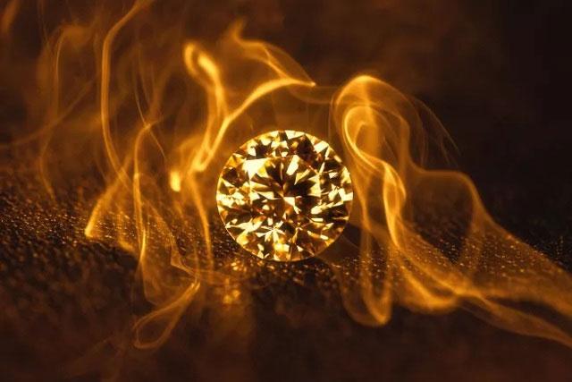 """Nếu kim cương có thể cháy thì liệu chúng có phải là """"vĩnh cửu"""" không?"""