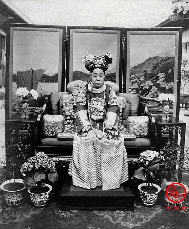 Sau khi nhà Thanh sụp đổ, Cẩn phi được tấn phong thành Đoan Khang Thái phi.