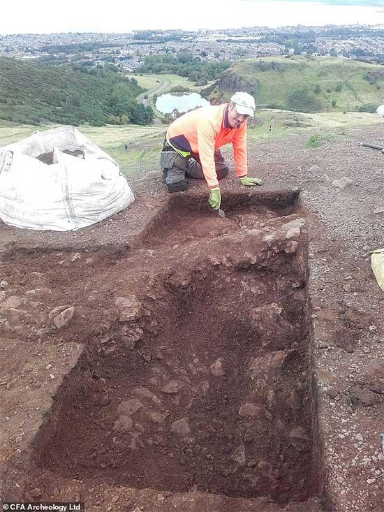 Một nhà khảo cổ tại hiện trường