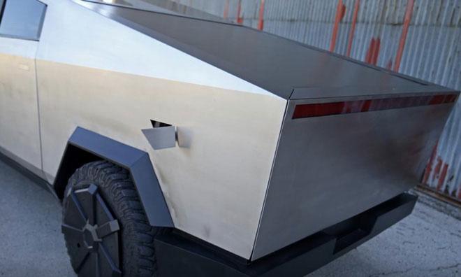 Bản sao của Cybertruck được chế từ xe chiếc Ford Raptor F-150.