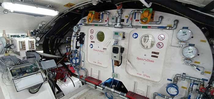 Các bộ phận được tách rời và vận chuyển về ga ngầm S9.