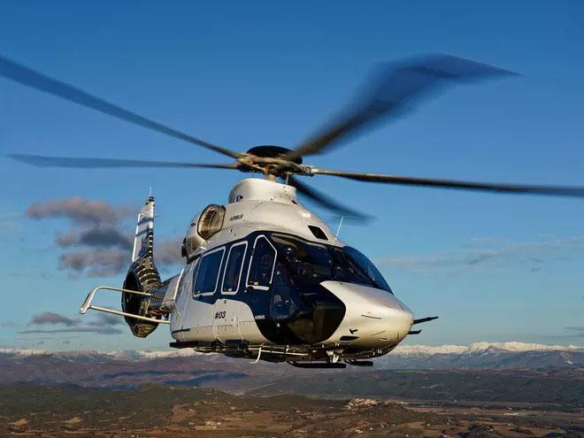 Chiếc trực thăng này còn có hệ thống cân bằng được nâng cấp và các cánh quạt phát ra tiếng ồn thấp hơn.