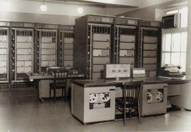 Siêu máy tính BESM1 của Liên Xô vào giữa những năm 1950