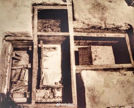 Hình dáng lăng mộ sau khi tháo nước