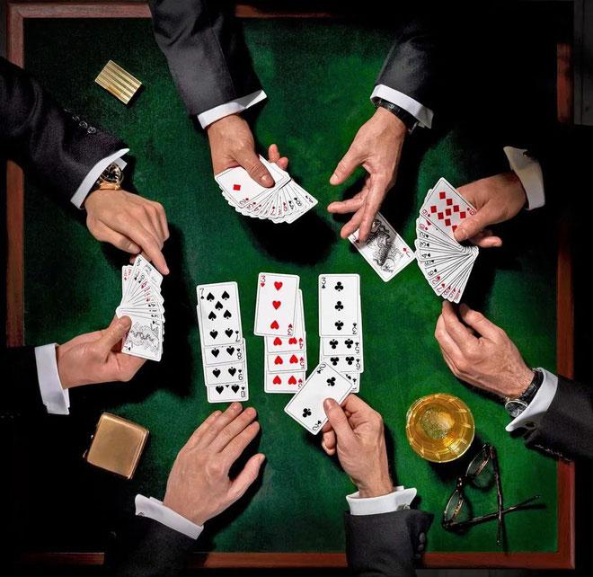 Thi đấu đánh bài cũng tiêu tốn nhiều năng lượng.