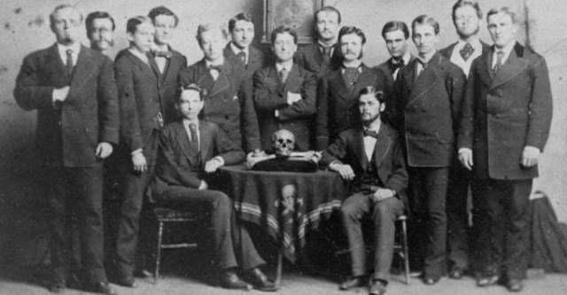 Skull-and-Bones-Club-4