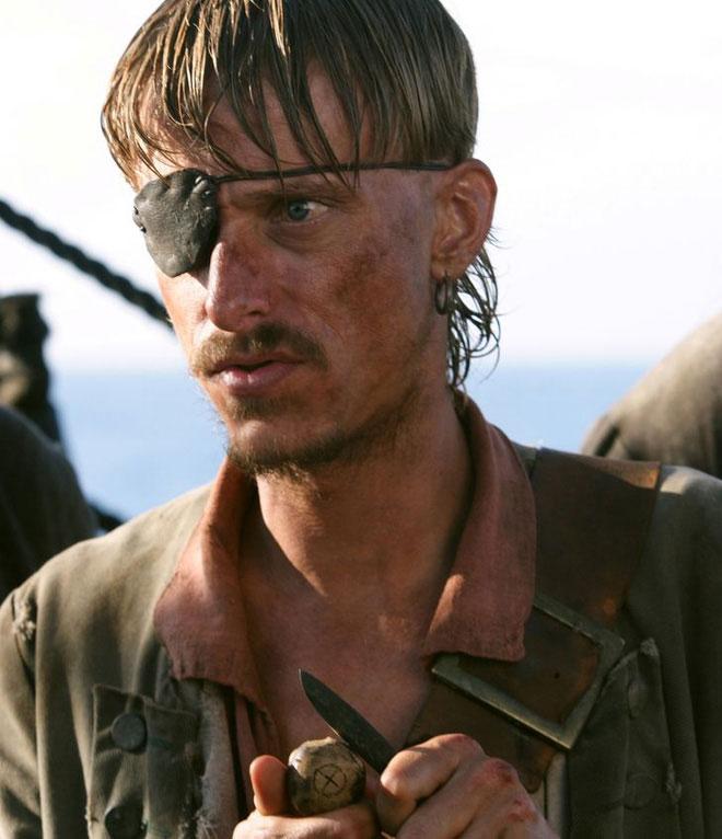 Những tên cướp biển thường bịt một bên mắt, đôi khi không phải do bị chột.