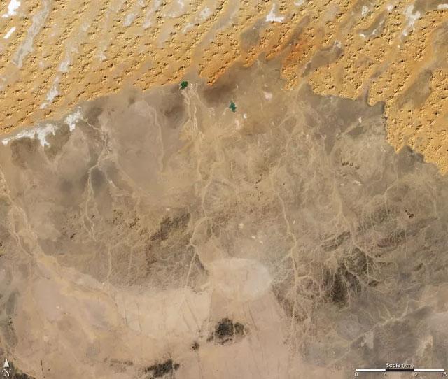 Các con kênh khô hạn ở Algeria, một đất nước có phần lớn diện tích nằm trên sa mạc Sahara.