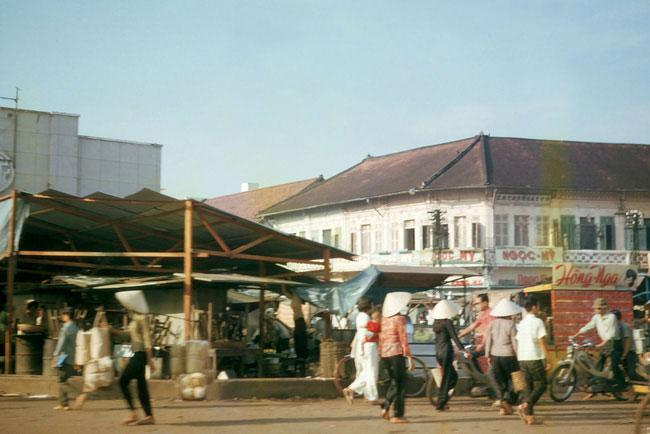 Góc Diên Hồng - Bạch Đằng, chợ Bà Chiểu phía trái, 1965.